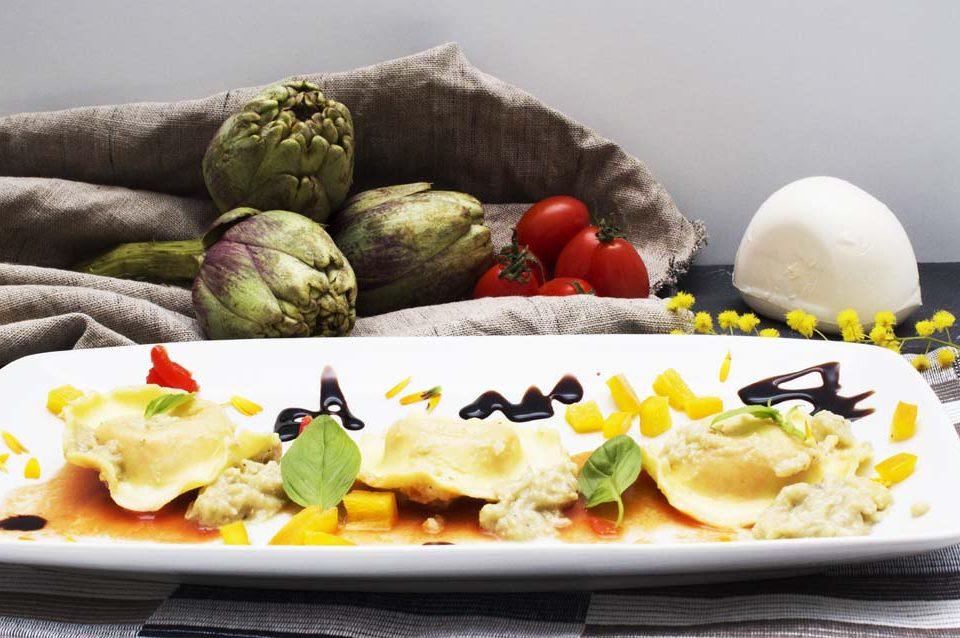 ricetta ravioli uovo mozzarella basilico