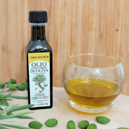 Olio extravergine estratto da olive Cultivar Coratine