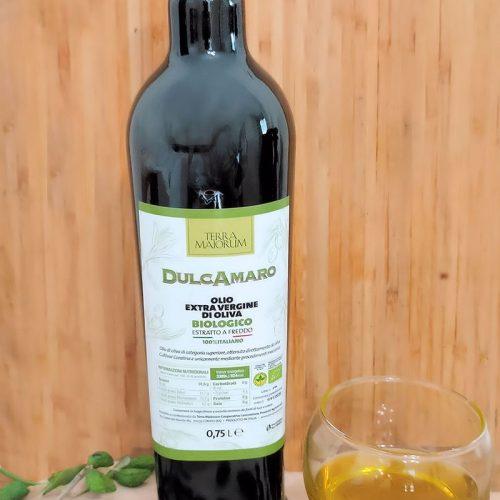 Bottiglia di olio extravergine di oliva biologico