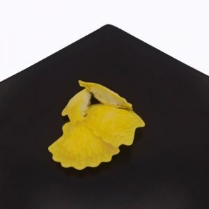 Pasta fresca a forma di conchiglia ripiena di menta ricotta e limone